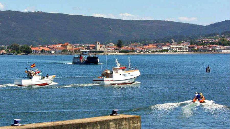 Ferry cruzando el río Miño en A Guarda, Camino de Santiago Portugués por la Costa :: Albergues del Camino de Santiago