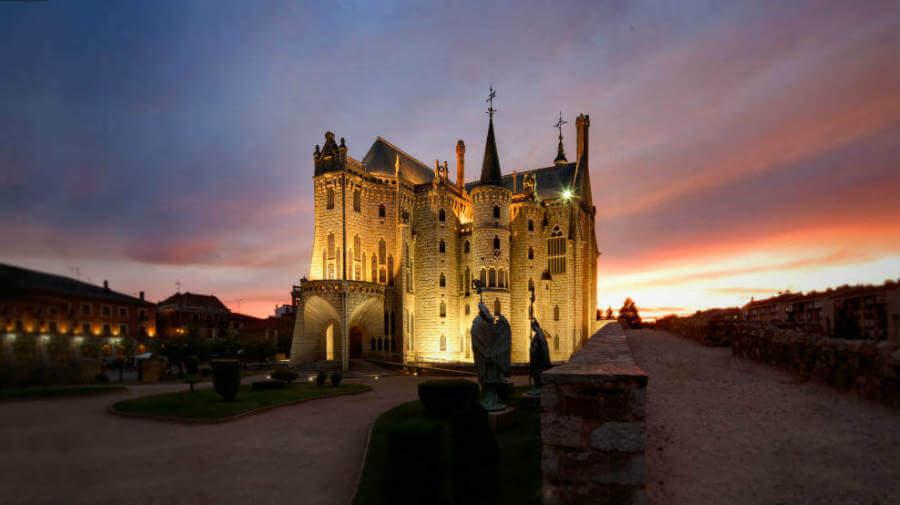 Palacio Episcopal de Astorga, León, Camino Francés (Etapa de Villadangos del Páramo a Astorga):: Guía del Camino de Santiago