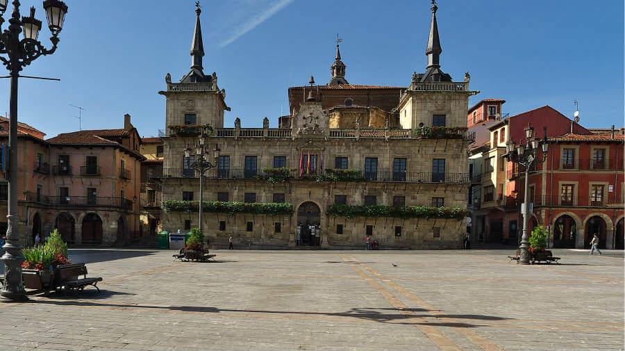 Antiguo ayuntamiento de León, Camino Francés :: Albergues del Camino de Santiago