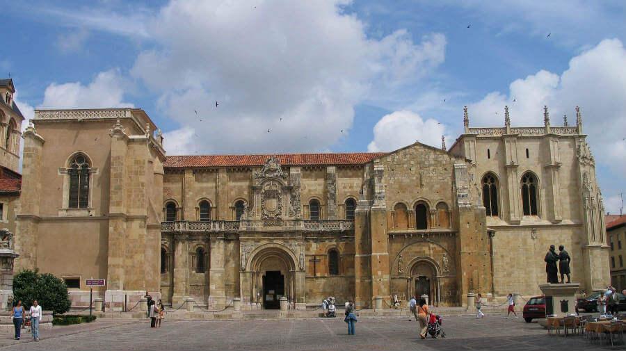 Basílica de San Isidoro de León, Camino Francés :: Albergues del Camino de Santiago