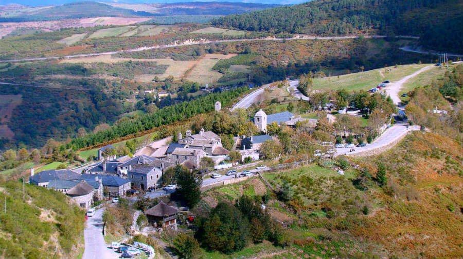 Vista aérea de O Cebreiro, Lugo, Camino Francés :: Albergues del Camino de Santiago