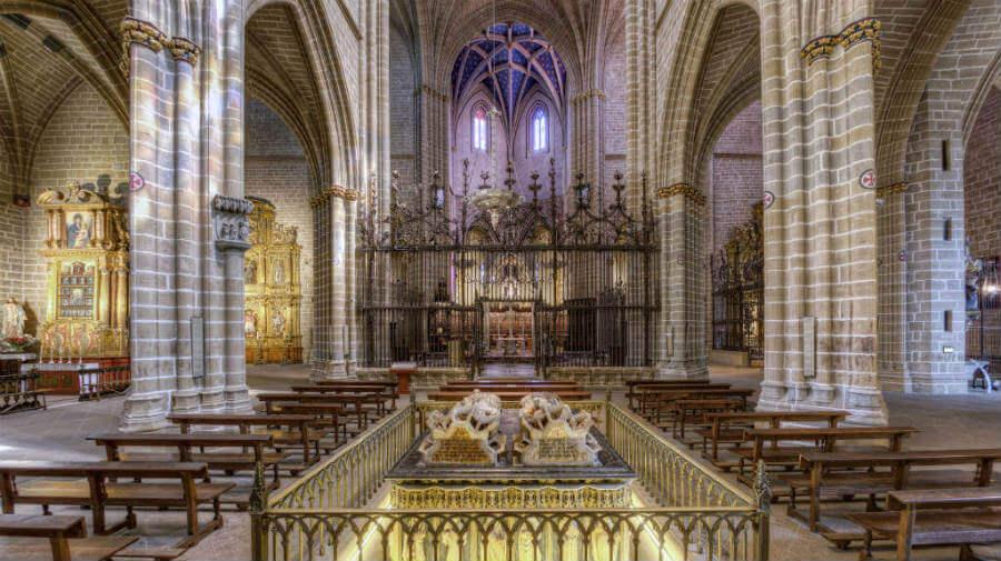 Interior de la Catedral de Pamplona - Camino Francés :: Guía del Camino de Santiago