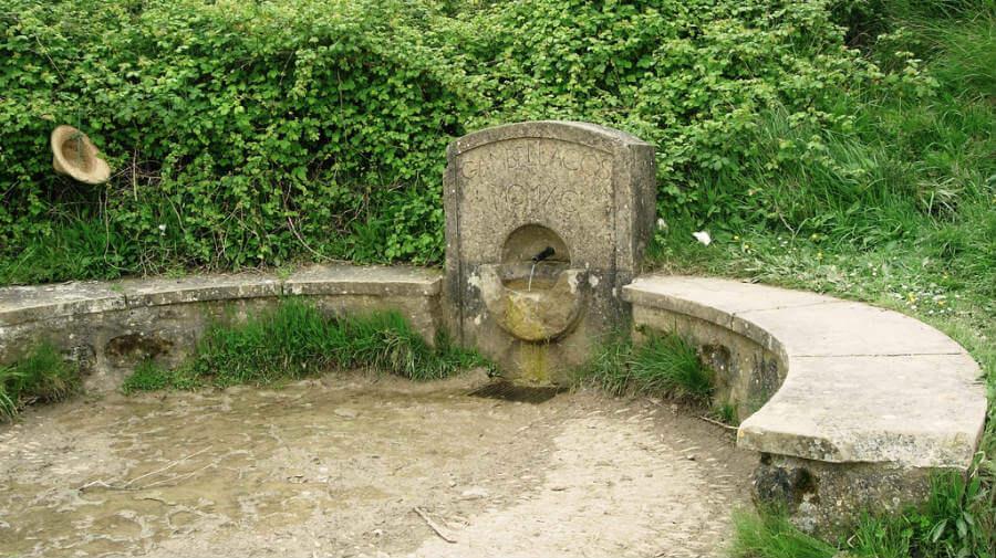 Fuente Reniega, Alto del Perdón, Navarra, Camino Francés :: albergues del Camino de Santiago