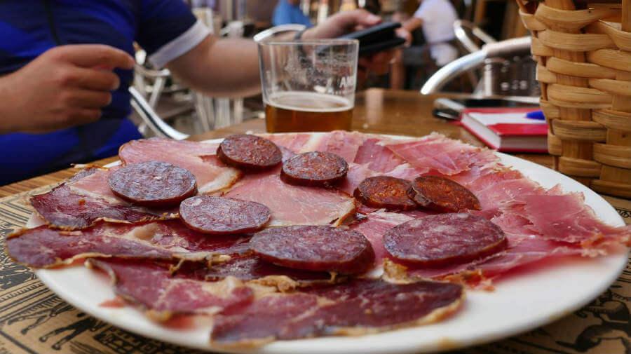 Selección de embutidos de León - Gastronomía en el Camino Francés :: Guía del Camino de Santiago