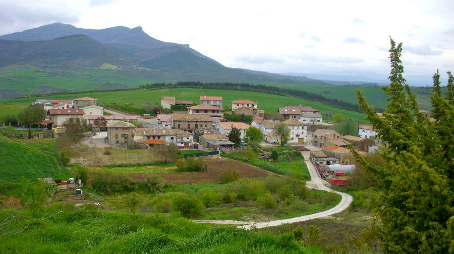 Vista de Izco, Navarra - Camino Aragonés :: Guía del Camino de Santiago