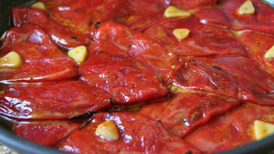 Pimientos del Piquillo asados, plato típico de la gastronomía de Navarra - Camino Francés :: Guía del Camino de Santiago