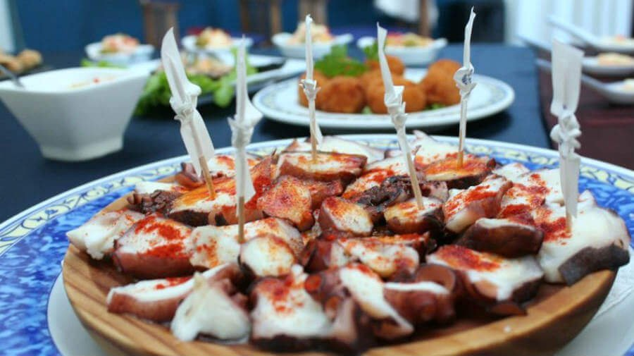 Pulpo á Feira, uno de los platos más típicos de Galicia :: Guía del Camino de Santiago
