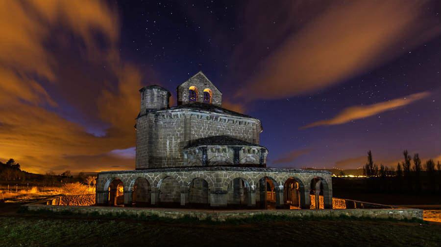 Ermita de Santa María de Eunate, Navarra. Vista nocturna - Camino Aragonés :: Guía del Camino de Santiago