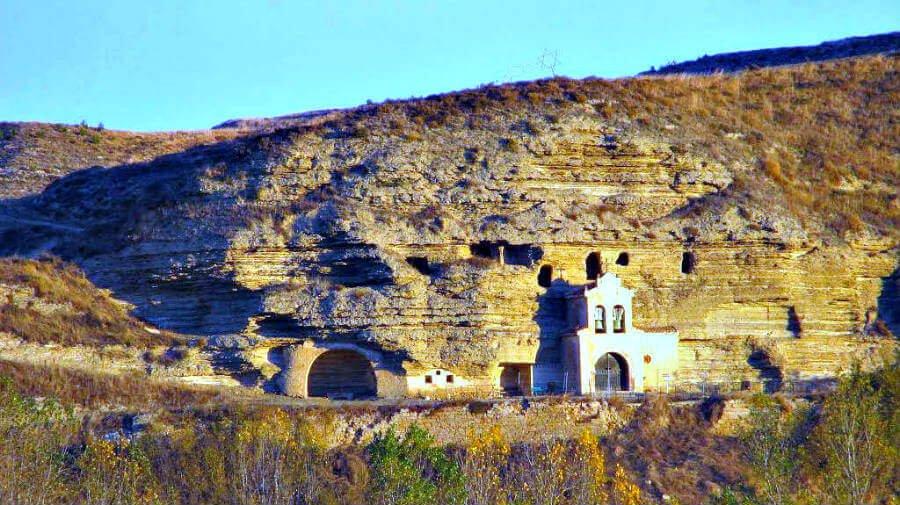 Iglesia rupestre de Tosantos, Burgos - Camino Francés (Etapa de Belorado a San Juan de Ortega) :: Guía del Camino de Santiago