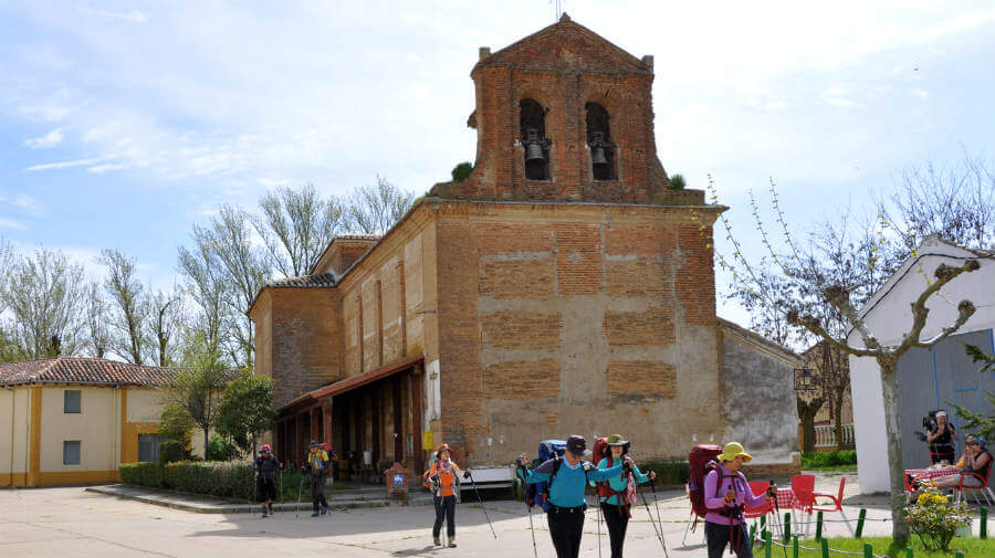 San Nicolás del Real Camino, Palencia - Camino Francés (Etapa de Ledigos a Sahagún) :: Albergues del Camino de Santiago