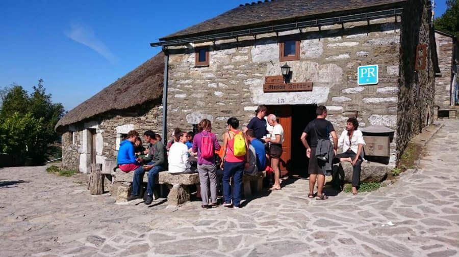Hostal Mesón Antón, O Cebreiro, Lugo - Camino Francés :: Alojamientos del Camino de Santiago