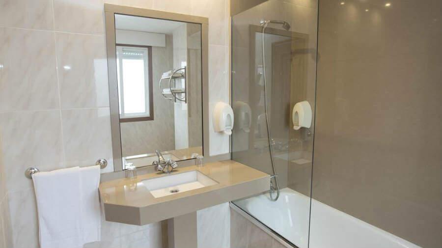 Hotel Carlos 96, Melide, La Coruña - Camino Francés :: Alojamientos del Camino de Santiago