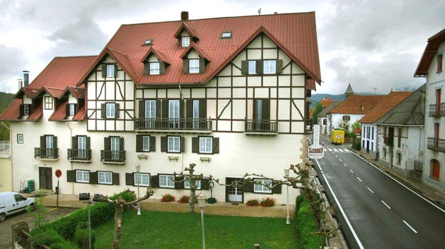 Hotel Loizu, Burguete (Navarra) :: Alojamientos del Camino de Santiago