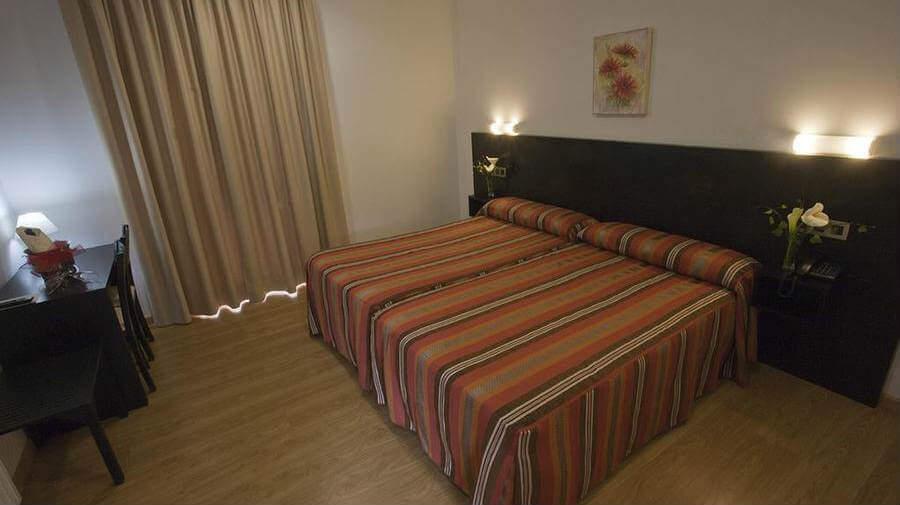 Hotel Amenal, Amenal, La Coruña - Camino Francés :: Alojamientos del Camino de Santiago