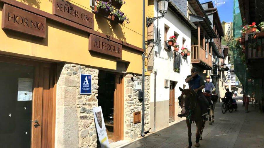 Albergue de peregrinos Señor Oso, Molinaseca, León - Camino Francés :: Albergues del Camino de Santiago