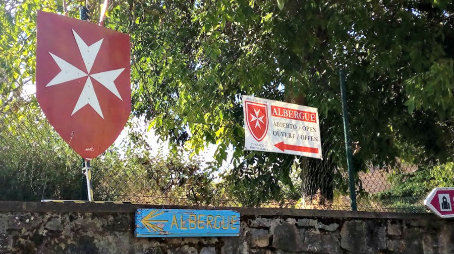 Albergue de peregrinos de la Orden de Malta, Cizur Menor, Navarra - Camino Francés :: Albergues del Camino de Santiago
