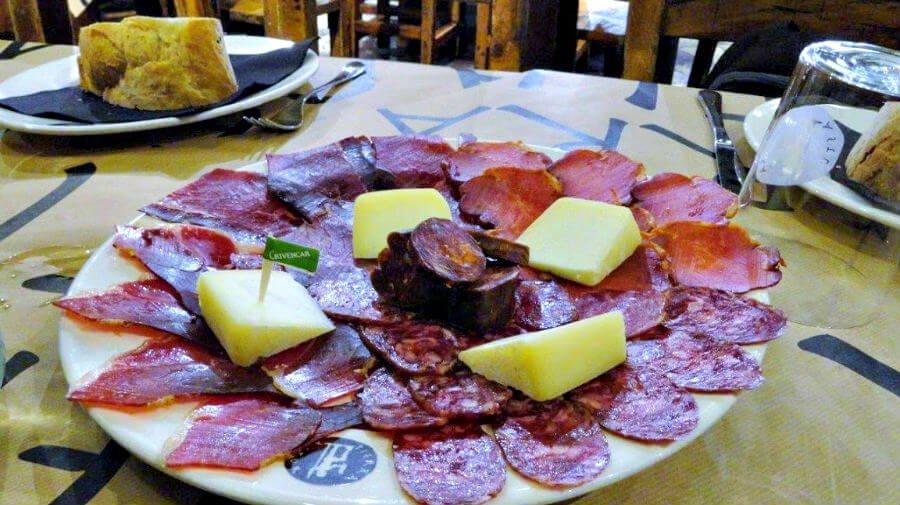 Tabla de embutidos asturianos - Camino Primitivo :: Gastronomía en el Camino de Santiago