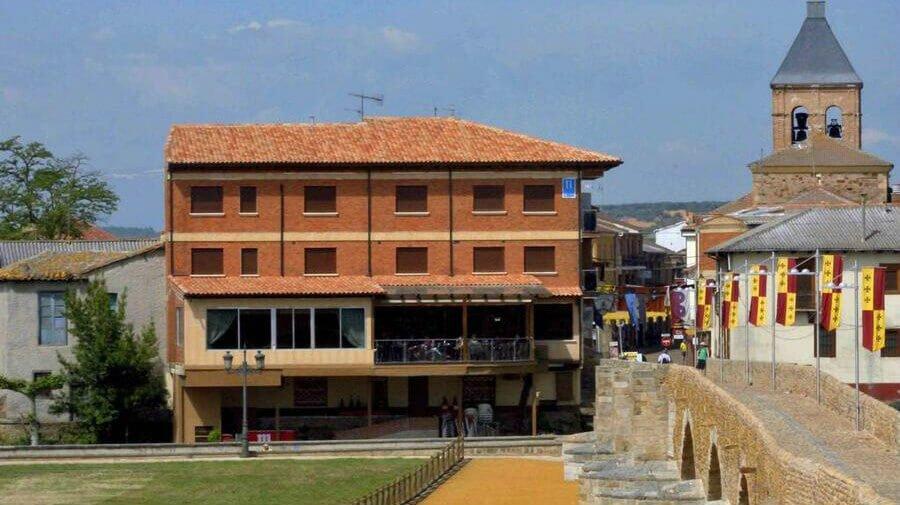 Hostal Don Suero de Quiñones, Hospital de Órbigo, León - Camino Francés :: Alojamientos del Camino de Santiago