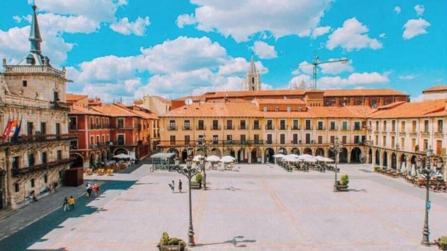 Hostal Plaza Mayor, León - Camino Francés :: Alojamientos del Camino de Santiago