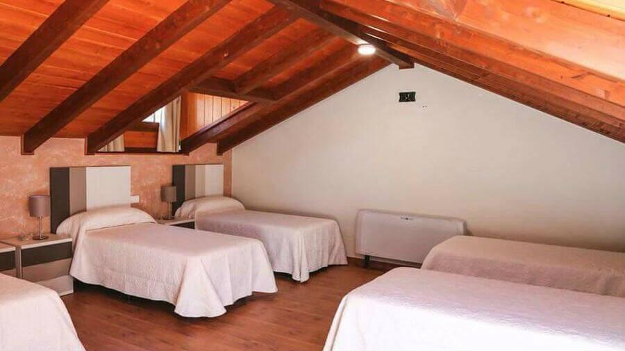 Hostal Saint James Way, Cacabelos, León - Camino Francés :: Alojamientos del Camino de Santiago