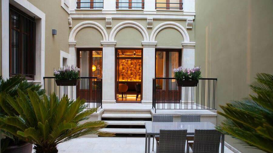 Hotel Palacete Colonial, León - Camino Francés :: Alojamientos del Camino de Santiago