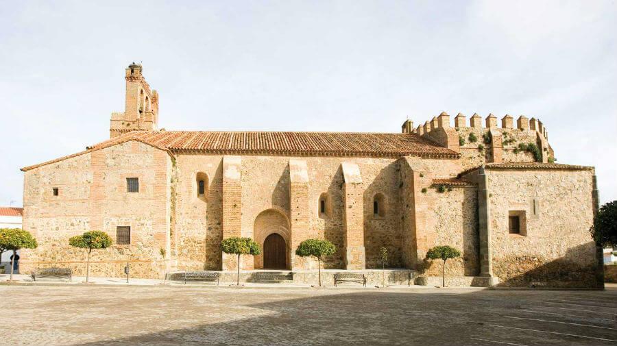 Iglesia del Divino Salvador, Calzadilla de los Barros, Badajoz - Vía de la Plata :: Guía del Camino de Santiago