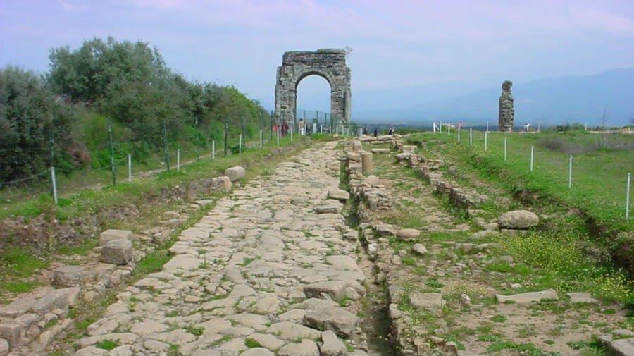 Restos de la antigua calzada romana en la Vía de la Plata :: Guía del Camino de Santiago