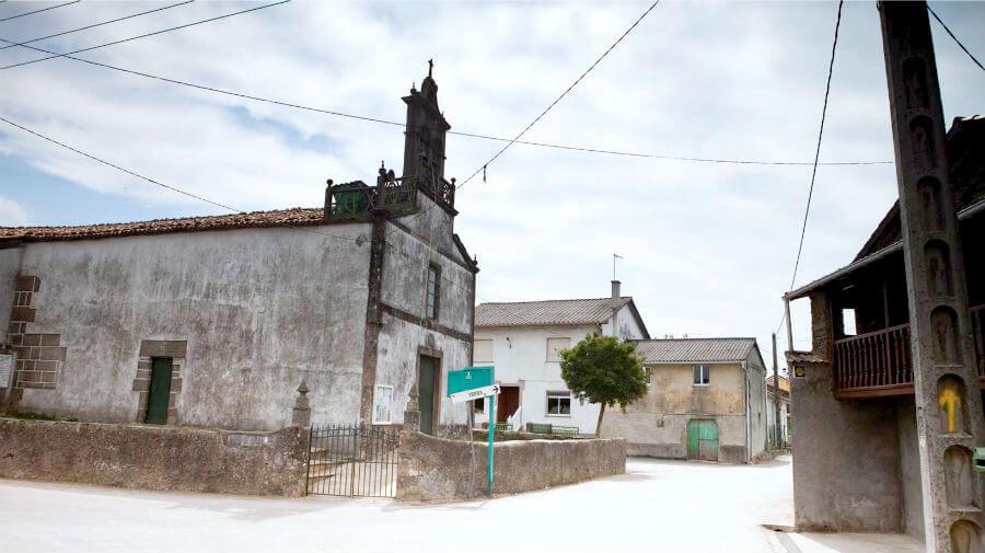 Iglesia parroquial de Poulo en Ordes, La Coruña - Camino Inglés :: Guía del Camino de Santiago